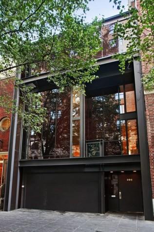 une façade d'une maison à ossature métallique