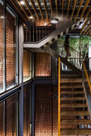 intérieur d'une maison à structure métallique